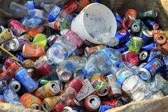 ISTANBUŁ TURCJA, Sierpień, - 23, 2015: Używać zdruzgotane napój puszki a Obrazy Royalty Free