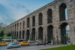 Istanbuł, Turcja - 4 6 2018: Valens akwedukt fotografia stock