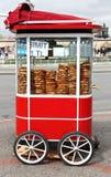Istanbuł Uliczny jedzenie: Simit Pastires Fotografia Royalty Free