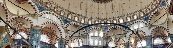 ISTANBUŁ, WRZESIEŃ - 22, 2014: Wnętrze Błękitny meczet Ja jest dalej Zdjęcia Stock