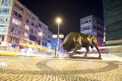ISTANBUŁ, KADIKOY: Byk statua przy Kadikoy kwadratem Zdjęcia Stock