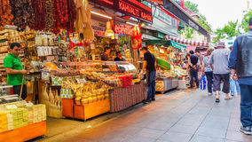 Istanbuł Turcja, Czerwiec, - 02, 2017: Ogólny widok stary Kadikoy ulicy bazar Obraz Royalty Free