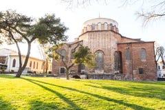 ISTANBU?, TURCJA - 04 03 2019: Hagia Irene ko?cielny Aya Irini w parku Topkapi pa?ac w Istanbu?, Turcja zdjęcie royalty free