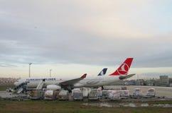 Istanbuł Turcja, Jan, - 02, 2015: Aerobus A330 przy lotniskiem Zdjęcie Stock