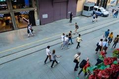 Istanbuł Turcja, Juin, - 17, 2016: Ludzie na Istiklal alei Fotografia Stock