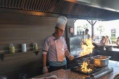 ISTANBUŁ TURCJA SEPT 28 2014 szef kuchni w restauraci Fotografia Stock