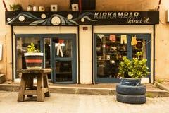 Istanbul Balat/Turkiet mars 30 2019 tappningobjekt shoppar i Balat, använda objekt, Retro objekt och samlingar arkivbild