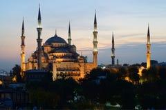 Istanbul Belichtete blaue Moschee in der Dämmerung Lizenzfreies Stockfoto