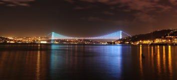 Istanbul Bosphorus bro på natten Royaltyfri Bild