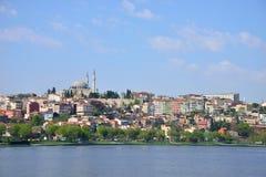Istanbul cityscape Sikt från det guld- hornet Royaltyfri Bild