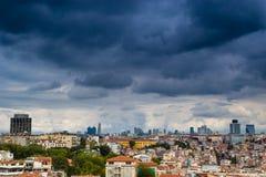 Istanbul cityscape som sett från Bosphorusen Arkivbilder