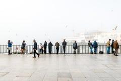 Istanbul dans un brouillard enfumé Photos stock