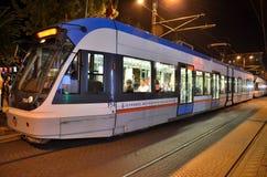 Istanbul spårvagn på natten: Turkiet Fotografering för Bildbyråer