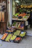 ISTANBUL, die TÜRKEI - 24. August 2015: Früchte im lokalen Markt Lizenzfreies Stockfoto