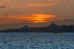 Istanbul, die Türkei, am 15. Februar 2002: Hagi Sophia und Suleymaniye lizenzfreies stockbild