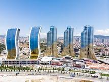 Istanbul, die Türkei - 23. Februar 2018: Luftbrummen-Ansicht von IstMarina-Wolkenkratzer Avm-Einkaufszentrum in Istanbul Kartal stockbild