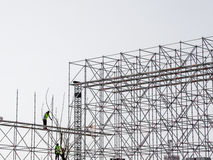 Istanbul, die Türkei - 28. März 2017: Bauarbeiter an der großen Höhe Sie sind das neue Handeln ein Gebäude Stockfoto