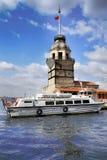 ISTANBUL, DIE TÜRKEI - 27. MÄRZ 2012: Der Erst-` s Turm auf der kleinen Insel Stockfotos