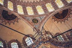 ISTANBUL, DIE TÜRKEI - 5. MAI 2015: Schöner verzierter Innenraum von Stockbild