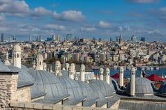 Istanbul, die Türkei 09-November-2018 Hauben von Suleymaniye-Moschee und Ansichten des Stadtzentrums und des Galata-Turms lizenzfreie stockbilder