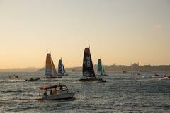 ISTANBUL, DIE TÜRKEI - 3. OKTOBER 2015: Stadions-Laufen des Extrem-40 Segelboote des Extrem-40 konkurrieren in der extremen segel lizenzfreies stockbild