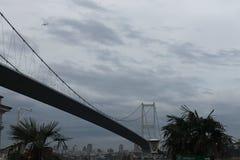 Istanbul - Fatih Sultan Mhmet Bridge arkivfoton