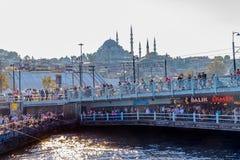 Istanbul Galata bro Arkivbild