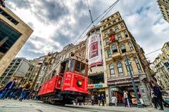 Istanbul Istiklal spårvagn - Beyoglu Arkivbild