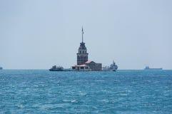 istanbul jungfru- s torn Arkivfoto