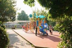 Istanbul Juni 14, 2017: Öppna lekplatsen i Istanbul, Turkiet Sportutveckling av barn Koppla av med helheten Arkivfoto