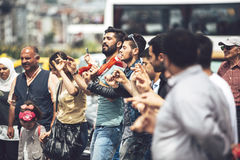 ISTANBUL - MAY 20: Young people dancing typical turkish dances i Royalty Free Stock Photography