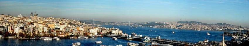 Istanbul panorama- och guld- horn arkivbilder