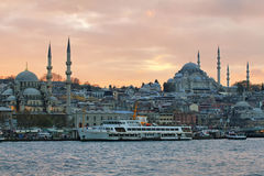 Istanbul-Skyline bei Sonnenuntergang Lizenzfreies Stockbild