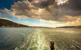 Istanbul som kör färjan royaltyfri bild