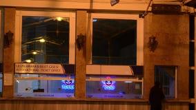 Istanbul, Station, Eisenbahn, die Türkei, Zug, Sirkeci-Bahnstation trave ein Restaurant Ein Café stock video