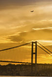 Istanbul-Straße, Ansichten der Bosphorus-Brücke glättend Stockbilder