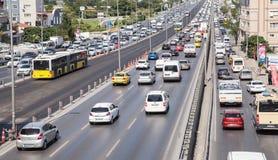 Istanbul trafikstockning på huvudvägen D-100 Arkivfoto