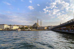 ISTANBUL, TURKEY - August 23, 2015: Galata Bridge and Yeni Cami Royalty Free Stock Photos
