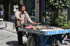ISTANBUL, TURKEY - August 31, 2014: Tatter (junkman, ragman) with the tray going on the street Royalty Free Stock Photos