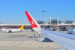 ISTANBUL TURKIET - APRIL, 2017: Sabiha Gokcen flygplats Flygplats arkivfoto