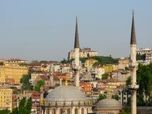 Istanbul Turkiet horisont med minaret och moskén Arkivbilder