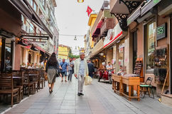 Istanbul Turkiet - Juni 02, 2017: Allmän sikt av gamla Kadikoy gator Royaltyfria Foton