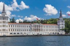 Istanbul Turkiet, Juni 9, 2013: Kuleli slott militära höga Scho royaltyfri foto