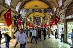 Istanbul Turkiet - Maj 20, 2018: Folket rusar ho trängd ihop Bazar Fotografering för Bildbyråer