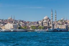 Istanbul Turkiet, Maj 28, 2013: Ny moské Yeni Camii fotografering för bildbyråer