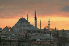 ISTANBUL TURKIET - MARS 27, 2012: Suleiman moské på solnedgången Arkivfoto