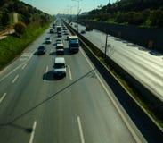 Istanbul Turkiet - November 10, 2009: Trafikstockning på huvudvägen Arkivfoton