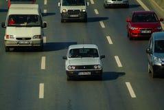 Istanbul Turkiet - November 10, 2009: Trafikstockning på huvudvägen Royaltyfria Foton