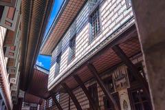 Istanbul Turkiet, September 22nd, 2018: Sikt av fasaden av en byggnad i den andra borggården av den Topkapi slotten royaltyfria bilder