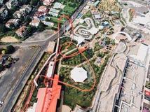 Istanbul, Turquie - 23 février 2018 : Vue aérienne de bourdon de Viaport Marina Roller Coaster Amusement Park Image stock